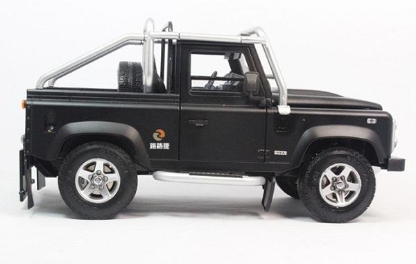 โมเดลรถ โมเดลรถเหล็ก โมเดลรถยนต์ Land Rover Defender SVX black 3