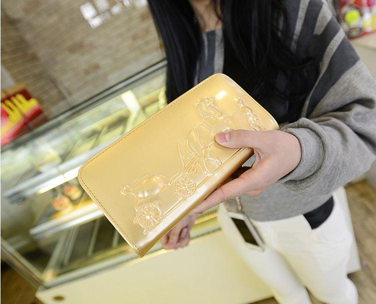 ผลการค้นหารูปภาพสำหรับ กระเป๋าสตางค์สีทอง