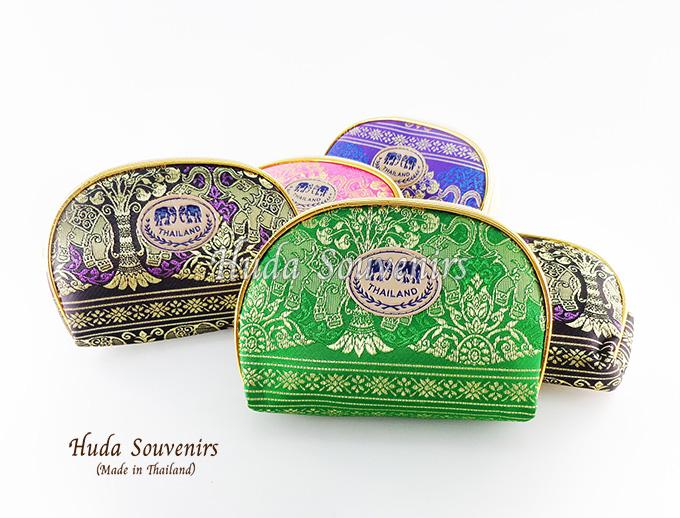 ของที่ระลึกไทย กระเป๋าผ้าลายไทย ขอบทอง (ขนาด: ขอบทอง M) ลายช้างป่า หนึ่งโหลคละสี จำหน่ายยกโหล สินค้าพร้อมส่ง