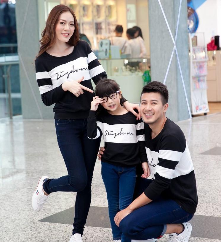 เสื้อครอบครัว - เสื้อยืดแฟชั่นแขนยาว สีขาวดำ