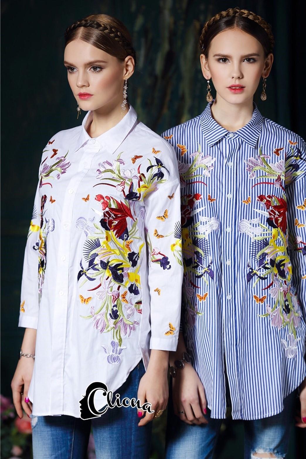 เสื้อผ้าแฟชั่น พร้อมส่งเสื้อเชิ้ตงานปักสีสดใสมีมาสองสีให้เลือก ขาวกับริ้วฟ้า