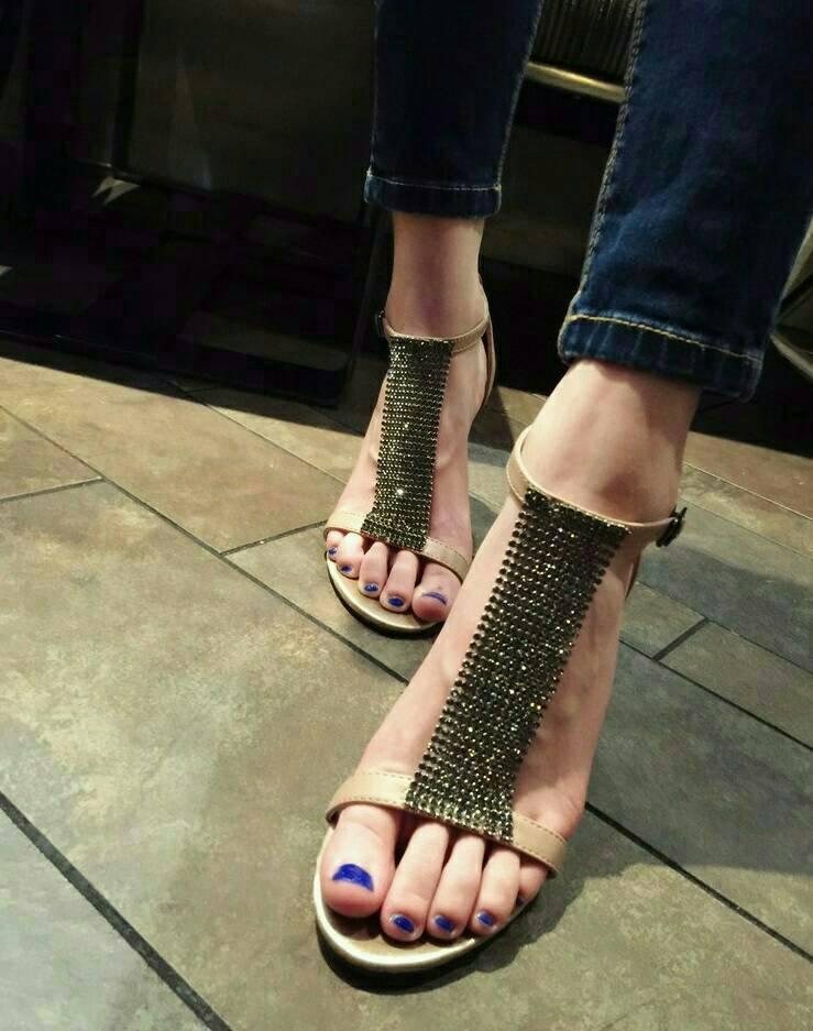 รองเท้าส้นเข็มเปิดหน้า