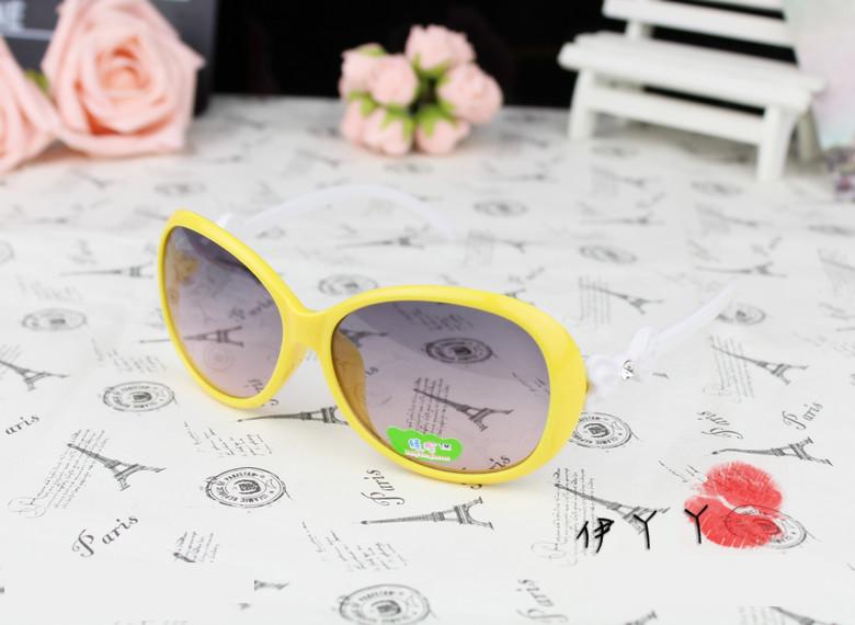 แว่นตากันแดดแฟชั่นเกาหลี กรอบเหลืองโบว์ขาว