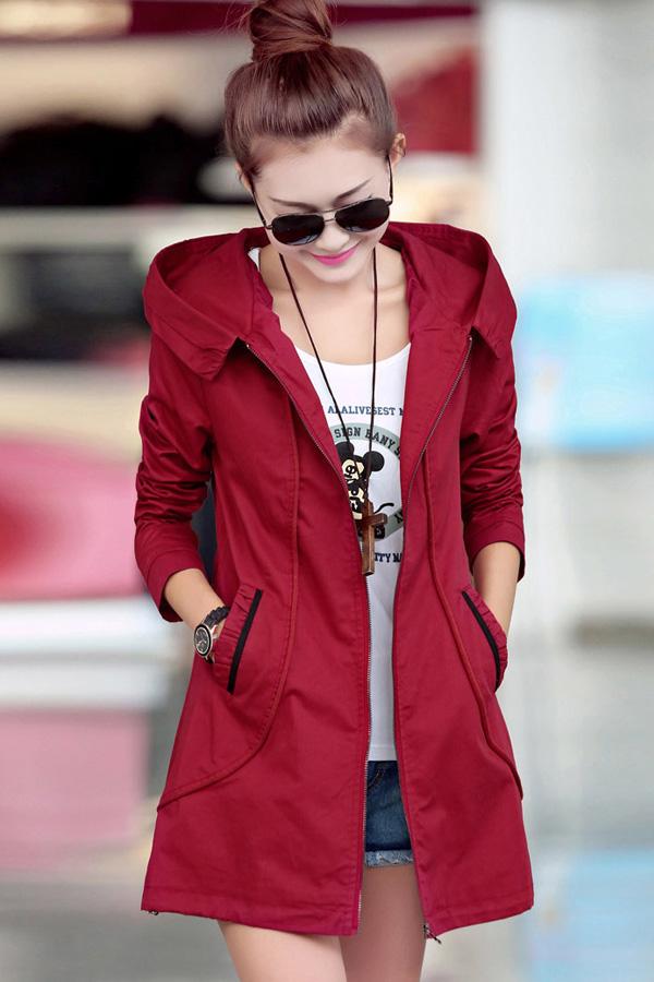 เสื้อกันหนาว พร้อมส่ง สีแดง ตัวยาวคลุมสะโพก ใส่กันหนาวได้สบายเลยค่ะ งานเหมือนแบบแน่นอนค่ะ มีกระเป๋า แบบซิบรูด มีฮูทเท่ห์สุดๆ มีซับใน แต่งสายรูดตรงชายเสื้อเก๋