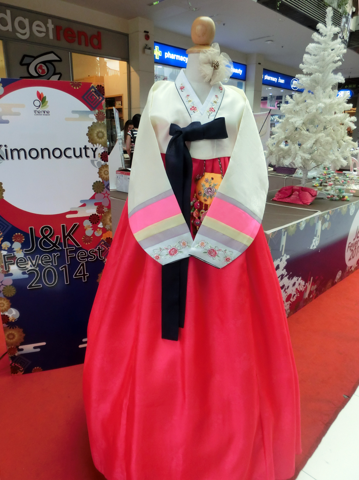 Hanbok เกรด A+++ แบบต่อปลายแขนปักดอกไม้น่ารัก สำหรับคนตัวสูง 170 cm. up
