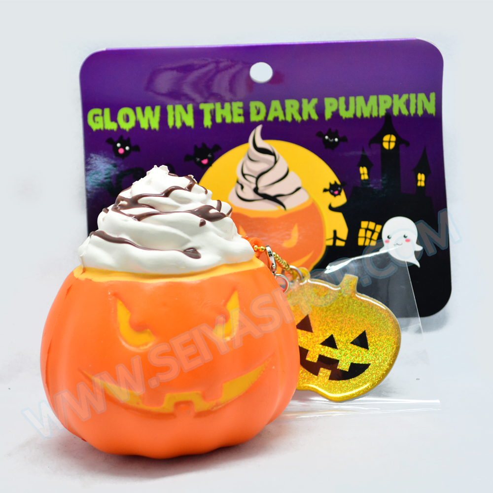 I136 สกุชชี่ Limited edition GLOW in the dark Halloween Pumpkin Squishy ฟักทอง ฮาโลวีน สีส้ม ขนาด 8 cm เรืองแสง ลิขสิทธิ์แท้