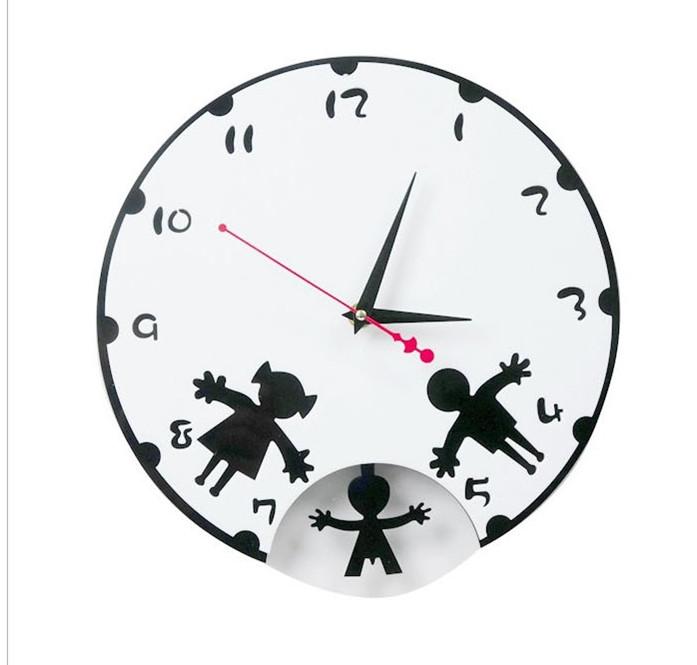 นาฬิกาแขวนผนังครอบครัว