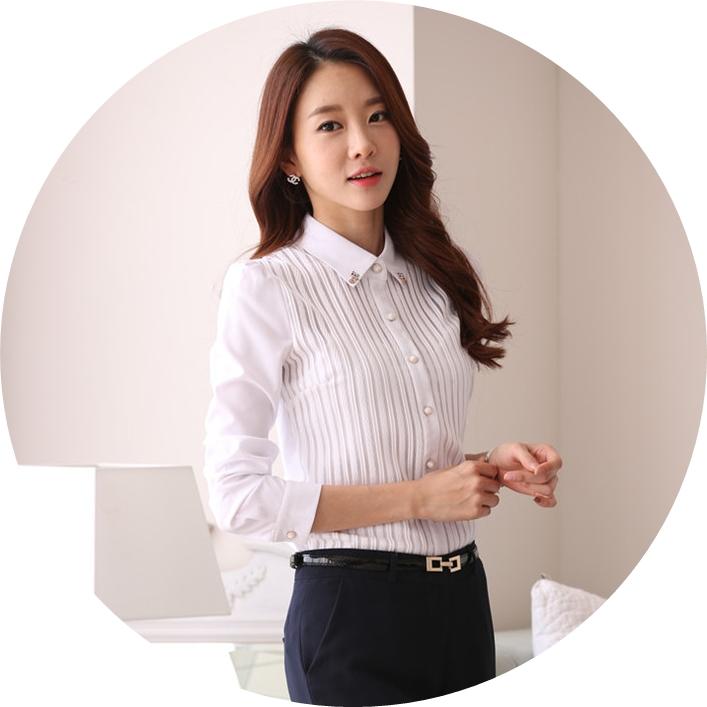 เสื้อเชิ้ตทำงานสีขาว ผ้าชีฟอง คอปกแต่งคริสตรัสน่ารักๆ ด้านหน้าแต่งเป็นลายทางตรง แขนยาว กระดุมผ่าหน้า