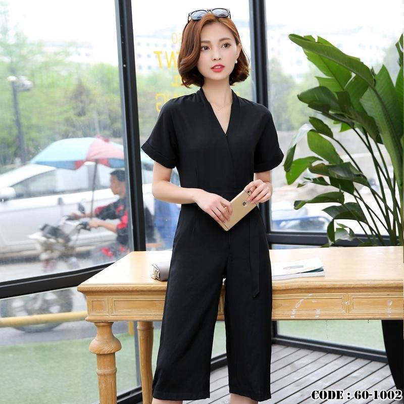 ชุดเดรสกางเกงสีดำ คอวี แขนสั้น ขาทรงกระบอก น่ารัก