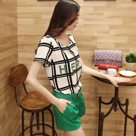 ชุดเดรสแฟชั่นเกาหลี ชุดเดรสแฟชั่นน่ารัก ชุดเชตเสื้อคอกลมแขนกุด ลายตาราง + กางเกงขาสั้น ( M, L, XL )
