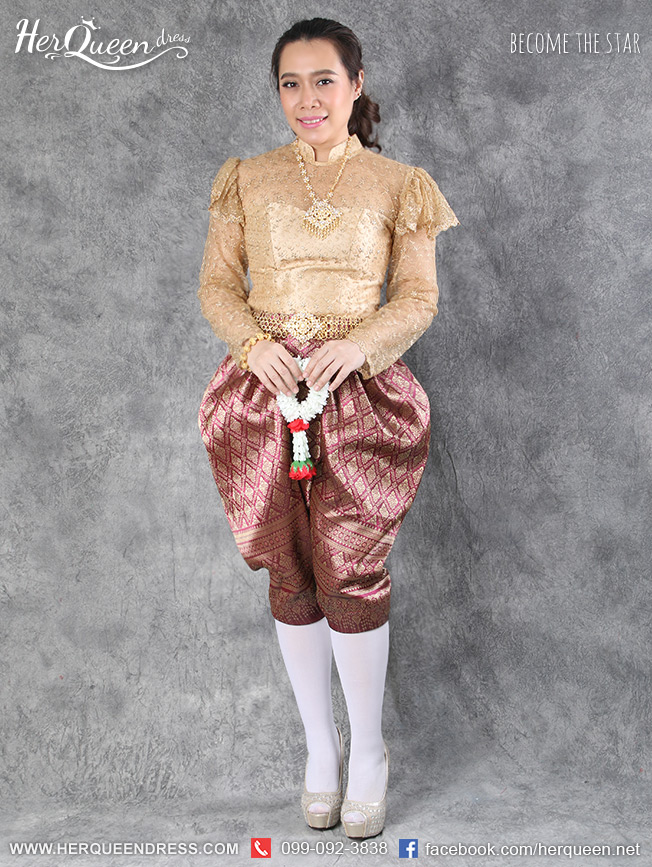เช่าชุดไทย &#x2665 ชุดไทย ร.5 เสื้อลูกไม้สีทองเข้ม แขนยาว ใส่คู่โจงกระเบนเหลือบทอง