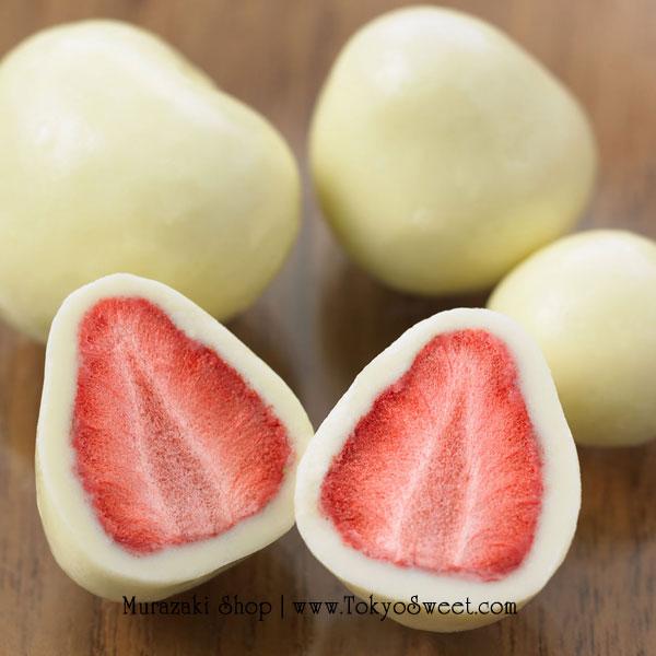 พร้อมส่ง ** Muji - White Chocolate Strawberry สตรอว์เบอร์รี่ฟรีซดรายเคลือบไวท์ช็อคโกแลต บรรจุ 50 กรัม