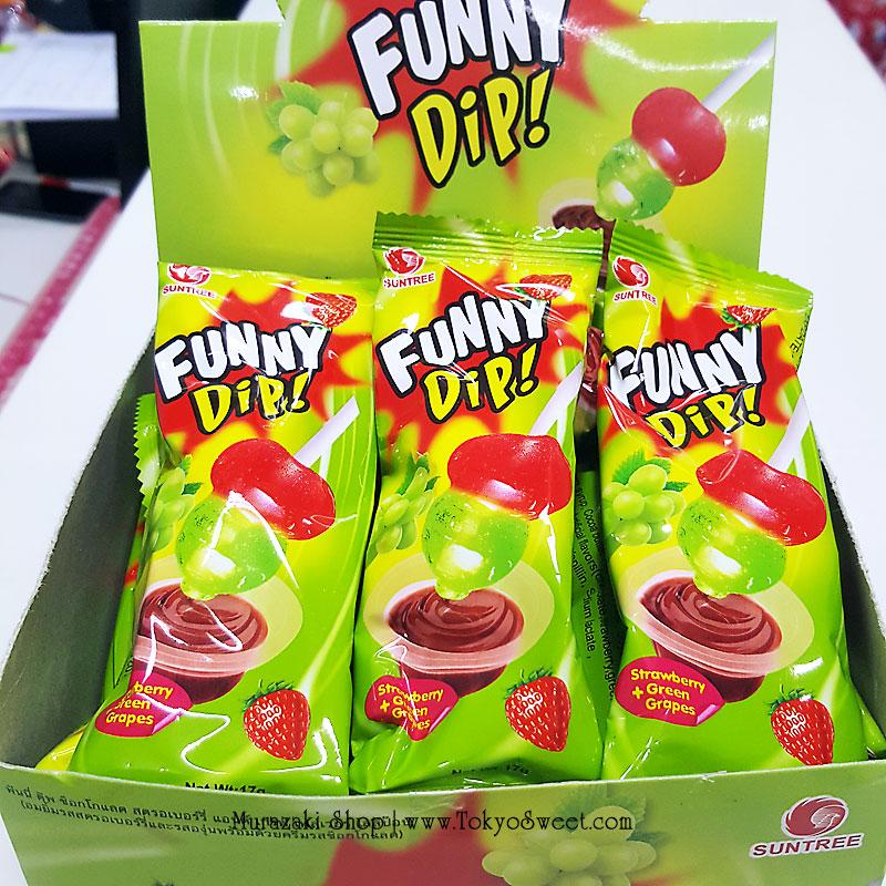 พร้อมส่ง ** Funny Dip Strawberry + Grape อมยิ้มดิปช็อคโกแลต รสสตรอเบอร์รี่และองุ่น 1 ชิ้น (สินค้ามีอย.ไทย)
