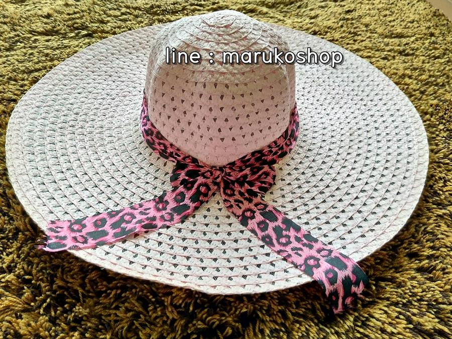 หมวกเที่ยวทะเล หมวกปีกกว้าง หมวกสานสีชมพู แต่งโบว์ลายเสือเก๋ๆ