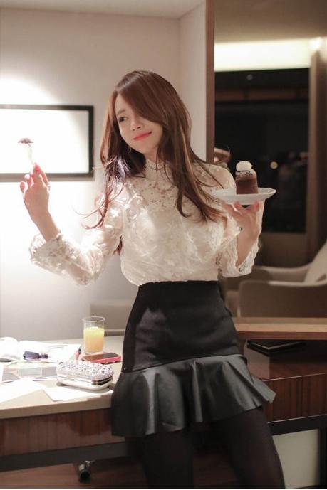 เสื้อทำงานแฟชั่น เสื้อลูกไม้ แขนยาว คอเต่า เสื้อสีขาว
