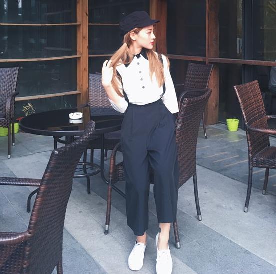 ชุด 2 ชิ้น เสื้อแฟชั่น กระดุมหน้า แขนยาว คอปกเชิ๊ตเก๋ๆ + เอี๊ยมขายาว สีดำ