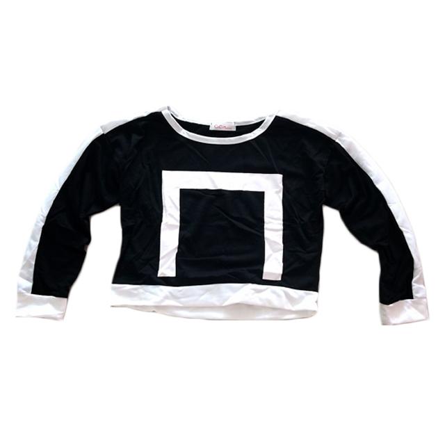 (SALE) เสื้อยืด แขนยาว ลายสี่เหลียม สีดำ