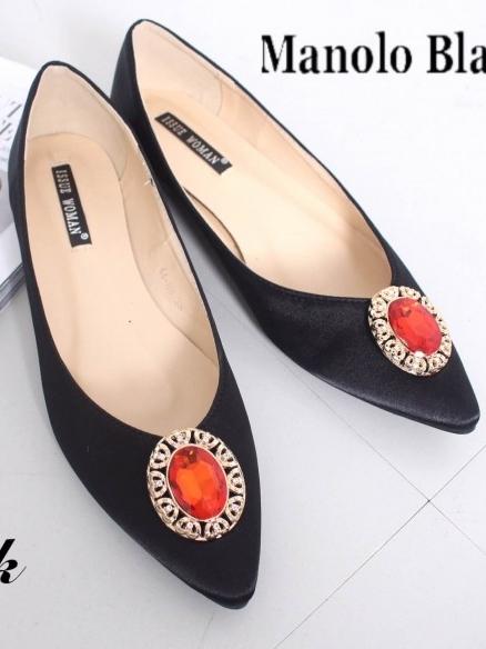 รองเท้าส้นแบนหัวแหลม สไตล์ Manolo-Blahnik (สีดำ )