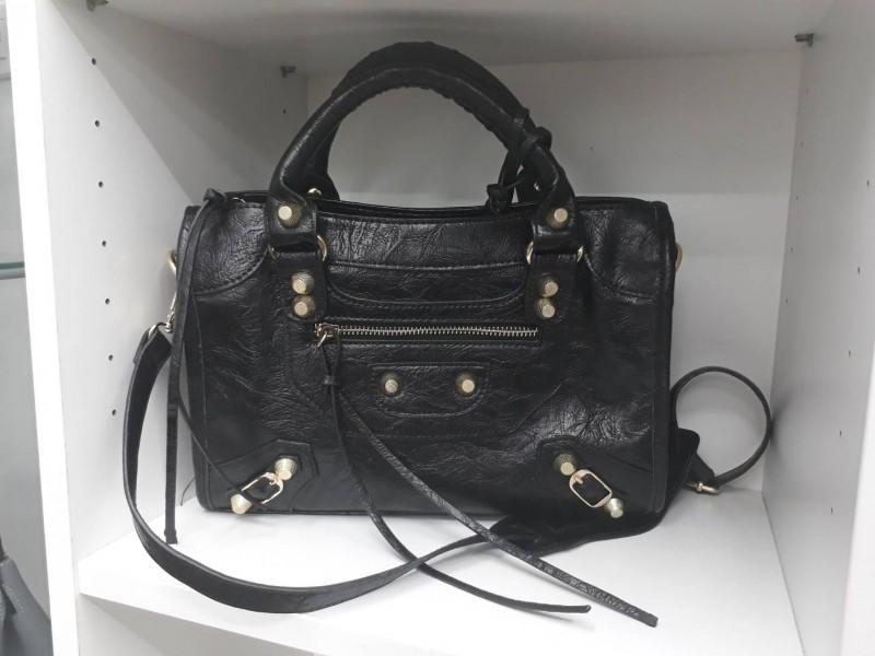 พร้อมส่ง กระเป๋าสะพายข้างผู้หญิง Big city bag [สีดำ-ทอง]