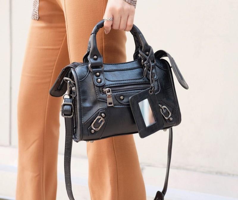 กระเป๋าสะพายแฟชั่น กระเปาสะพายข้างผู้หญิง Balencia หมุดดำ ขนาดพอเหมาะ [สีดำ ]