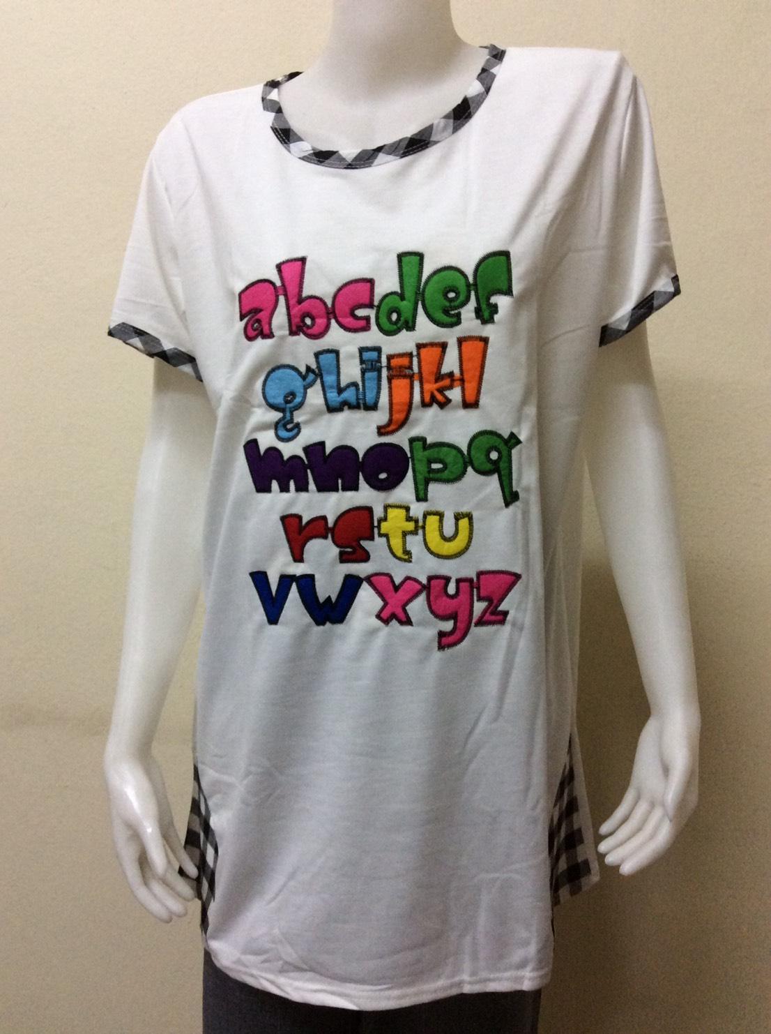เสื้อคอกลมคนอ้วนลายปักตัวอักษรภาษาอังกฤษ สีขาว