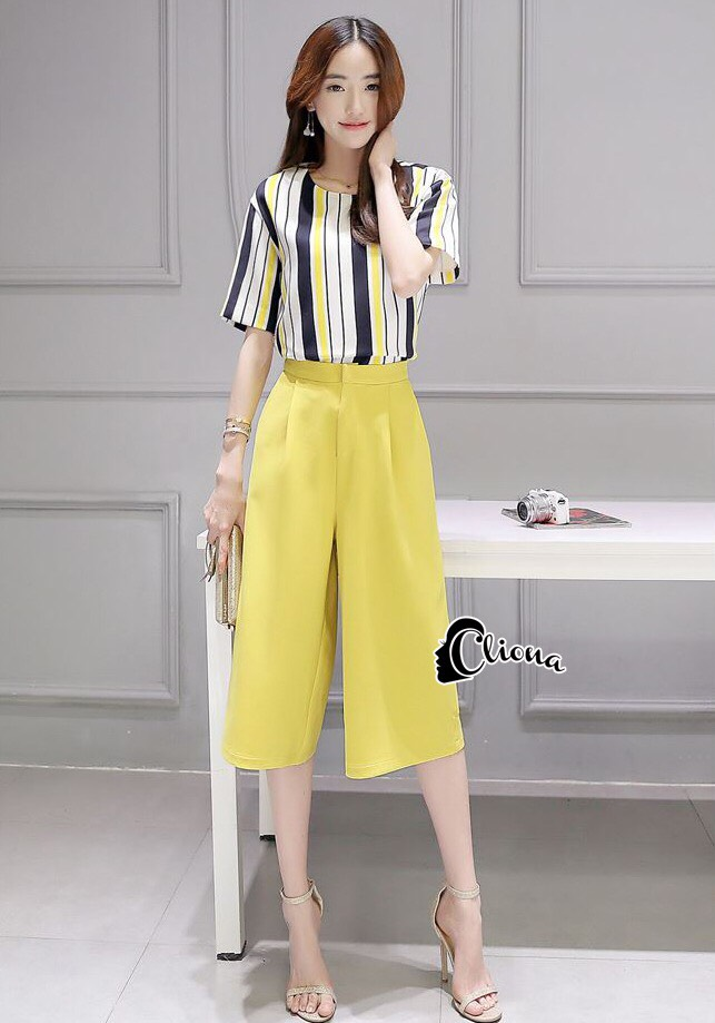 Cliona Made' Straight Line Holic Top + Pant Set - เซ็ตเสื้อ+กางเกงขา 4 ส่วน มี 2 สี สีเหลือง/น้ำเงิน ให้เลือกตามความชอบของสาวๆจ้า เนื้อผ้ามีน้ำหนักทิ้งตัวสวย มาคู่กับเสื้อลายทาง โทนสีเข้ากับกางเกงได้อย่างลงตัว งายสวยดูดี ไม่ว่าจะใส่เดินห้าง ช๊อปปิ้ง
