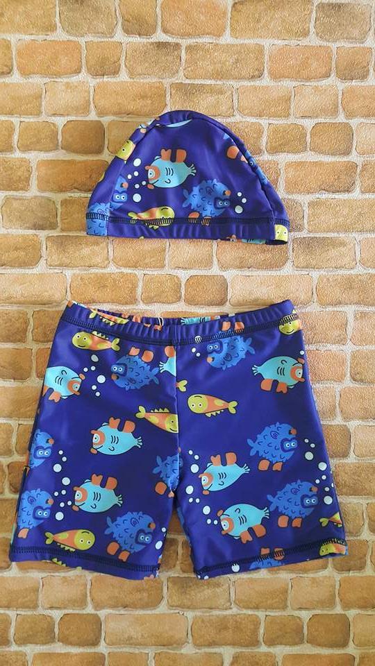 กางเกงว่ายน้ำเด็กชายขาสั้นสีน้ำเงิน พร้อมหมวก