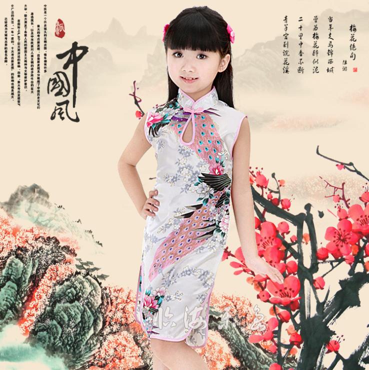 ชุดกี่เพ้าสีขาว ลายนกยูง ใส่วันตรุษจีนน่ารักมากๆค่ะ