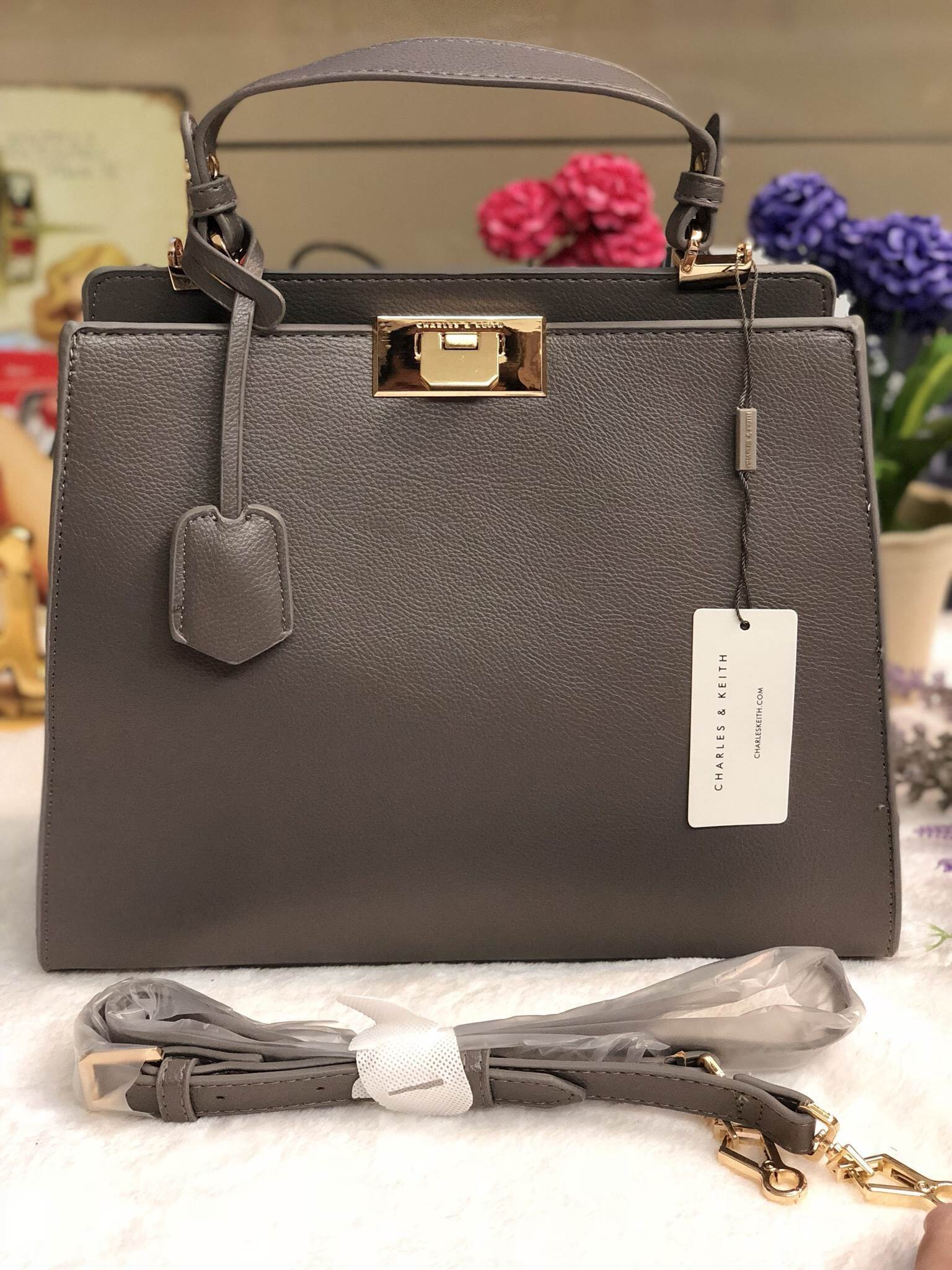 CHARLES & KEITH LARGE PUSH LOCK (size L) *สีเทา