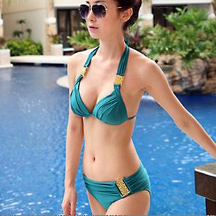 พร้อมส่ง ชุดว่ายน้ำบิกินี่ทูพีชสีเขียวเข้ม ที่บราและบิกินี่แต่งห่วงเหล็กสีทองฉลุลายสุดสวย