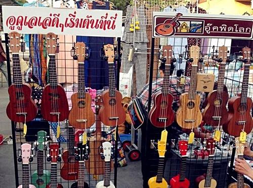 ร้านอูคูเลเล่ ถนนคนเดิน ukulele booth walking street Phitsanulok