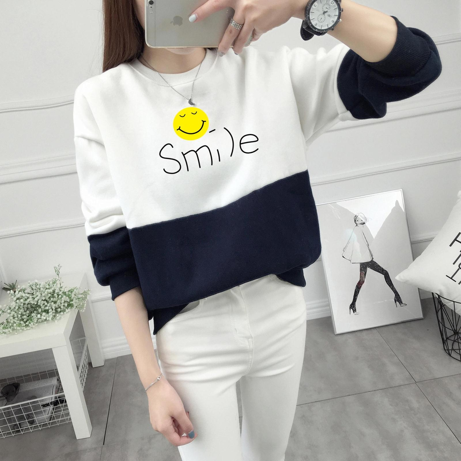 เสื้อแขนยาวแฟชั่นพร้อมส่ง เสื้อแขนยาวแต่งสีขาวสลับกรม แต่งสกรีนลายยิ้ม Smile +พร้อมส่ง+