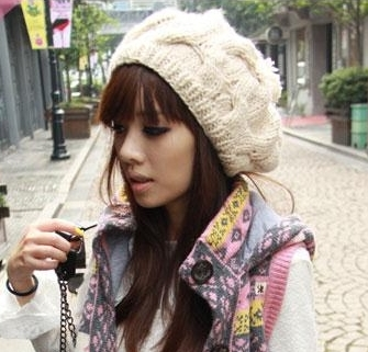 หมวกไหมพรมแฟชั่นเกาหลีพร้อมส่ง ทรงดีไซต์เก๋ ทรงโดมลายกากบาท มีจุก สีครีม