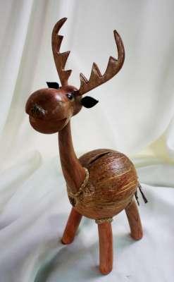 ออมสินกะลามะพร้าวรูปกวาง Coconut Shell Deer Saving