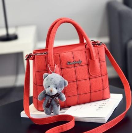 กระเป๋าสะพายข้างผู้หญิง Girl the grid Red แถมหมี!!