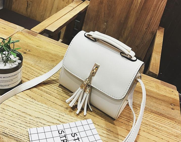 กระเป๋าสะพายข้างผู้หญิง Lovely girl สีขาวครีม
