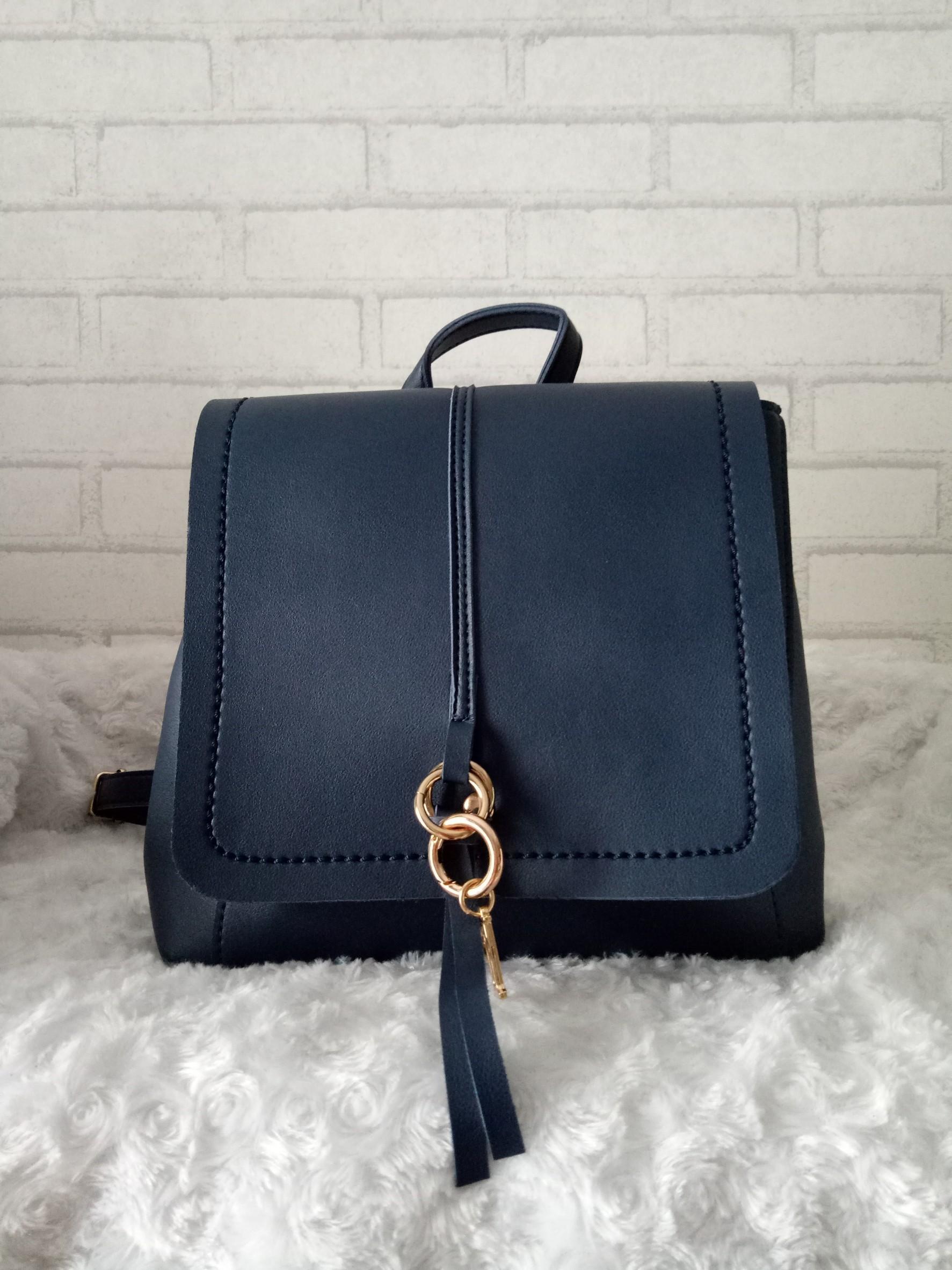 กระเป๋าแฟชั่น เป็นเป้ได้ สะพายข้างได้ ขนาด 4* 9.5 *8.5 นิ้ว หนังเรียบ ด้านใน 1 ช่อง