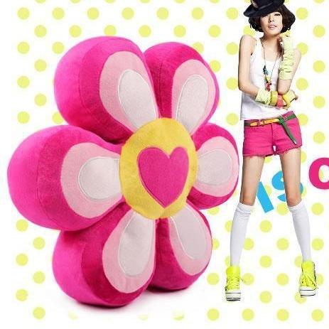 [Preorder] หมอนรองนั่งดอกไม้เก๋ไก๋ ขนาด 35 ซม. สีชมพู Petal Pillow Cushion Plush cushions cushion plush pillow valentine petal