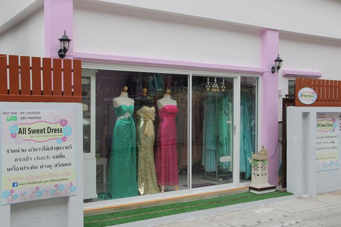 ภาพหน้าร้านเช่าชุดราตรี All Sweet Dress ย่านฝังธน พระราม 2 ซอยเอกชัย 24 ถนนเอกชัย บางขุนเทียน จอมทอง กรุงเทพมหานคร จอดรถหน้าร้านได้อย่างสะดวกสบายค่ะ
