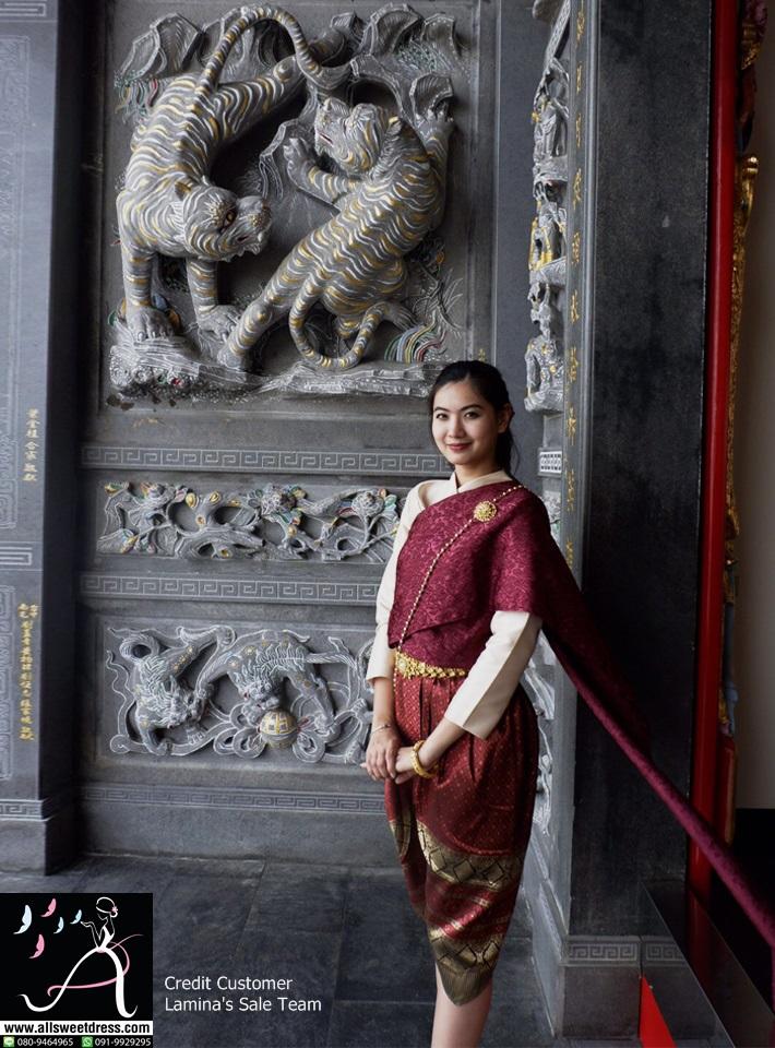 แม่นางคนนี้สวยมากๆ ใส่เสื้อแขนกระบอกสีทองห่มสไบสีแดงเลือดนกแบบการะเกดลายหรูกับโจงกระเบนสีแดงทอง ขอบคุณน้องๆ Lamina ทุกท่านที่ใช้บริการเช่าชุดไทยของ allsweetdress ฝั่งธนค่ะ