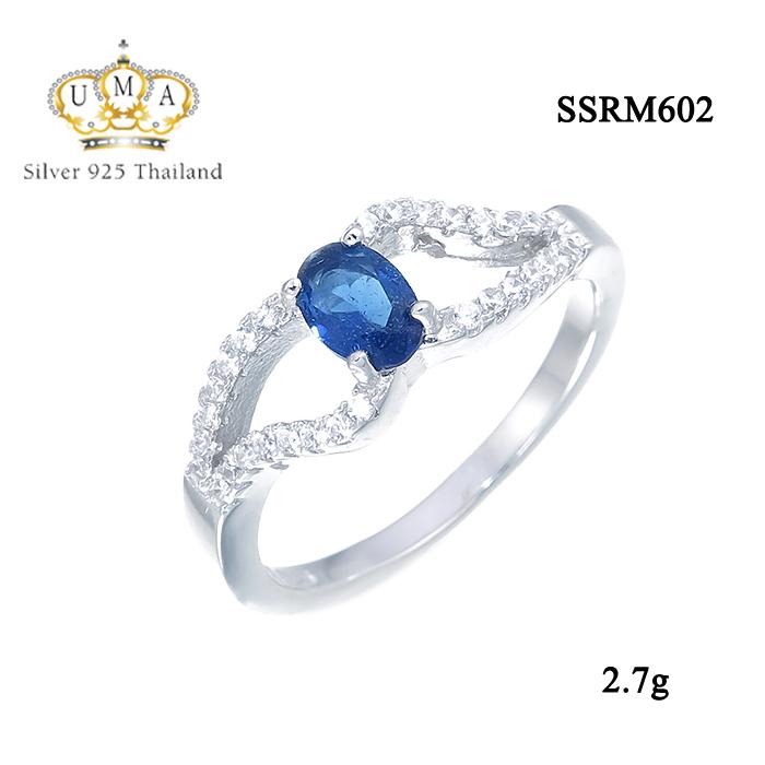 แหวนทองคำขาว ประดับเพชร CZ แหวนพลอยทรงรูปไข่สีน้ำเงิน บ่าฉลุฝังเพชรเรียง 2 แถว ดีไซส์หรูหรา เริ่ดมาก ปังสุดๆ รับรองว่าเป๊ะกับทุกลุค